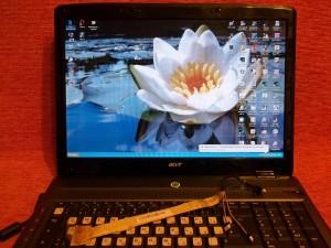 Работающий ноутбук Acer Aspire 7330