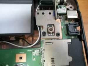 Два винта дисплейного модуля ноутубка ASUS A52J справа