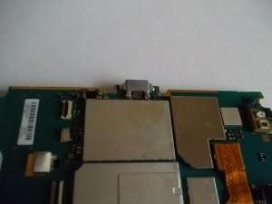 Плохо пропаянный разъем micro USB в сотовом телефоне Sony Ericsson WT19i