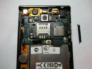 Отключаем шлейфы в сотовом телефоне LG P705