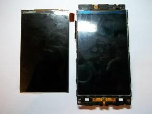 Разбитый и целый дисплеи сотового телефона LG P705