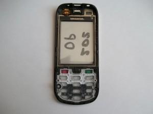Приклеиваем разъем тачскрина сотового телефона Nokia 202