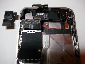 Вытаскиваем камеру в сотовом телефоне iPhone 4s