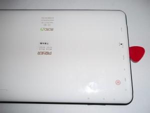 Вскрываем корпус планшета Ployer Momo 15 по всей длине медиатором