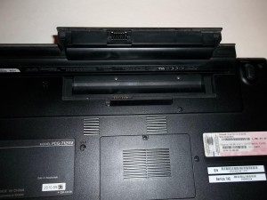 Извлекаем аккумулятор Sony Vaio PCG-71211V