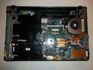 Ноутбук Sony Vaio PCG-71211V с прикрученной на место системой охлаждения