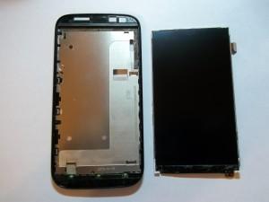 Очищенный дисплей и место под тачскрин в сотовом телефоне Fly IQ4404