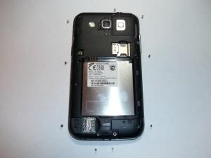 Откручиваем 9 винтов в сотовом телефоне Samsung GALAXY Win GT-I8552