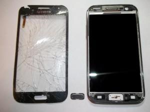 Оторванный тачскрин в сотовом телефоне Samsung GT-I8552