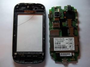 Откладываем в сторону плату сотового телефона ZTE V790