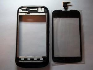 Клеим кусочки двухстороннего скотча на основу сотового телефона ZTE V790