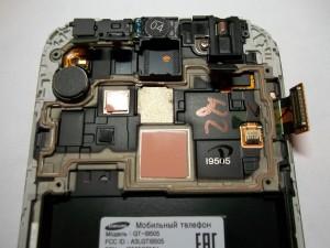 Продолжаем разбирать сотовый телефон Samsung Galaxy S4 GT-I9505