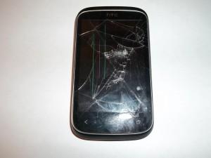 Сотовый телефон HTC Desire C с разбитым дисплеем и тачскрином