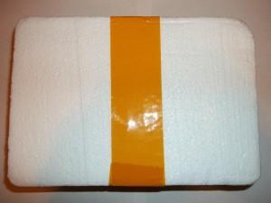 Пенопластовая коробка перемотанная скотчем