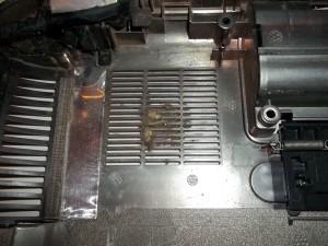Забитое отверстие забора воздуха в ноутбуке HP Pavilion g6