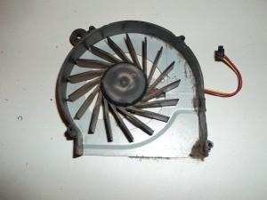 Лопасти и корпус вентилятора все в пыли