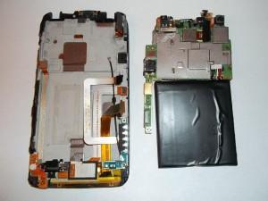 Отставленная в сторону системная плата сотового телефона HTC One X
