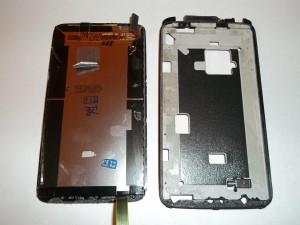 Выломанный модуль дисплея сотового телефона HTC One X