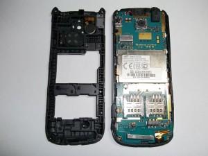 Сотовый телефон Samsung GT-C3782 со снятой средней частью