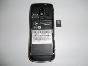 Вытаскиваем microSD флешку
