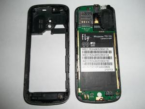 Убранная задняя часть сотового телефона Fly TS110