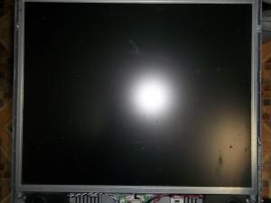 Монитор HP vs17e со вскрытой передней частью