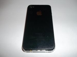 Сдвигаем заднюю крышку iPhone 4 вверх
