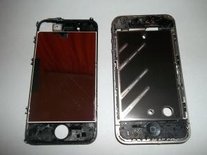 Извлеченный модуль дисплея сотового телефона iPhone 4