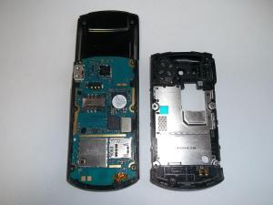 Сотовый телефон Samsung GT-E2550 в разобранном виде