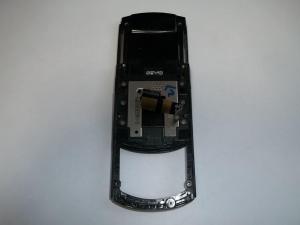 Отклеиваем шлейф и раздвигаем слайдер сотового телефона Samsung GT-E2550