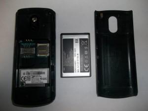 Samsung GT-E2121B со снятой задней крышкой и без аккумуляторной батареи