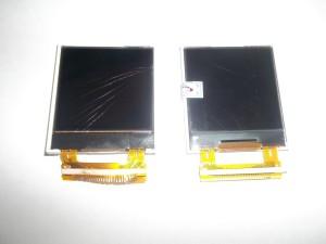 Два дисплея: слева - старый, разбитый, справа - новый, с пленкой