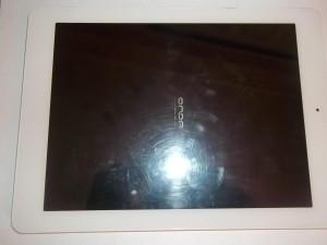 Планшет Onda V975m висит на заставке