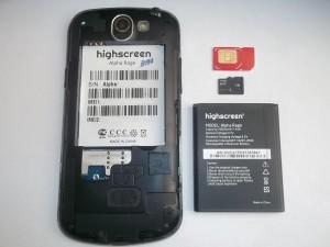 Сотовый телефон Highscreen Alpha Rage с вытащенным аккумулятором и sim и флеш картами