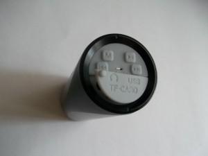 Портативный MP3 плеер с приоткрытой передней крышкой