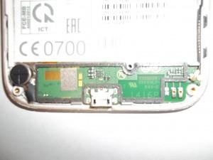 Оторванный разъем micro USB в сотовом телефоне Lenovo A859