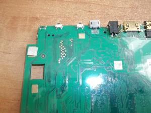 Живые контакты под оторванной кнопкой включения в планшете TurboPad 1012