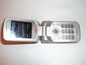 Сотовый телефон Sony Ericsson W300i в исправном состоянии