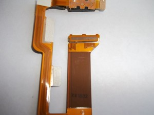 Двухсторонний скотч на шлейфе сотового телефона Sony Ericsson W995