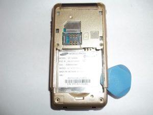 Отщелкиваем все защелки в сотовом телефоне Samsung GT-S3600i