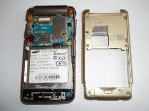 Сотовый телефон Samsung S3600i со снятой задней частью