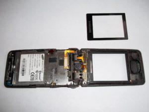 Отклеенное стекло сотового телефона Samsung GT-S3600i