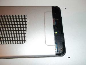 Откручиваем два винтика по углам планшета Oyster T72HM 3G